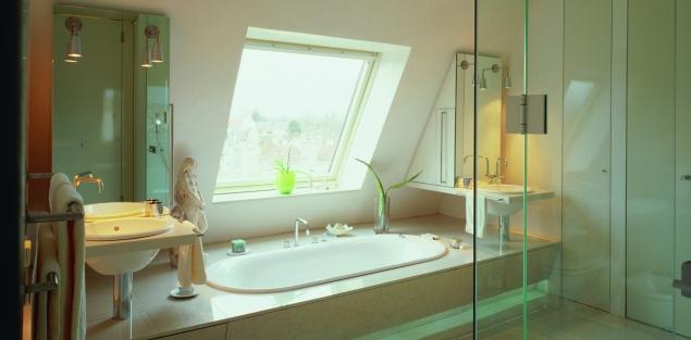 Czym kierować się przy wyborze okna dachowego do łazienki?