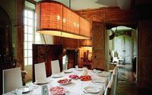 Oświetlenie stołu - zobacz, jak dobrać lampę stołową i kuchenną