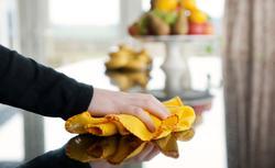 Jak sobie radzić z domowym kurzem? 8 sposobów na skuteczne sprzątanie domu i czyszczenie mebli