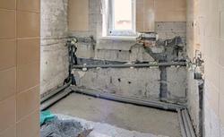 Remont łazienki. Rozmieszczenie urządzeń sanitarnych, kucie ścian, montaż ścianki instalacyjnej
