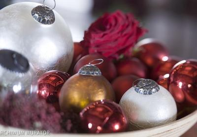 Bombki ze styropianu z cekinami. Jak zrobić bombki świąteczne, które zachwycą? [FILM]