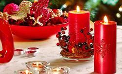 Wigilijny stół. Świąteczne dekoracje i dodatki podkreślą wyjątkowy, odświętny charakter wigilijnego stołu