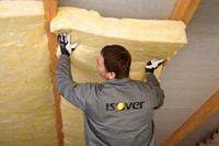 Wełna mineralna i folia dachowa. Skuteczna izolacja przeciwwilgociowa dachu i ocieplenie poddasza