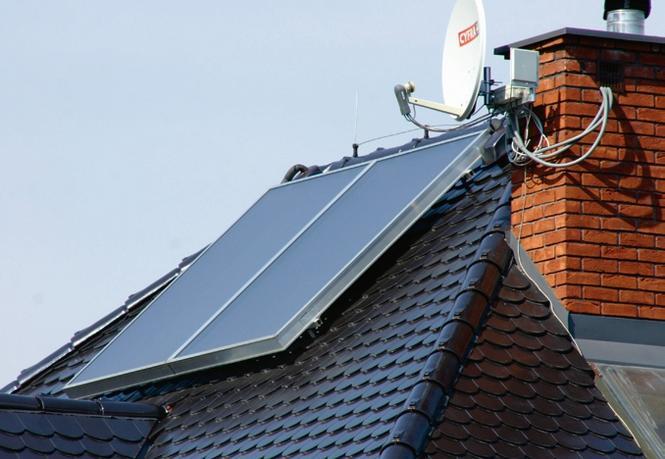Na połaci dachu czy na elewacji... Gdzie najlepiej zamontować kolektory słoneczne?