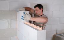 Ściany działowe. Jak je murować zgodnie z zasadami sztuki budowlanej?