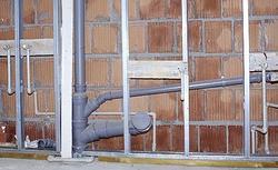 Instalacja kanalizacyjna wewnątrz domu