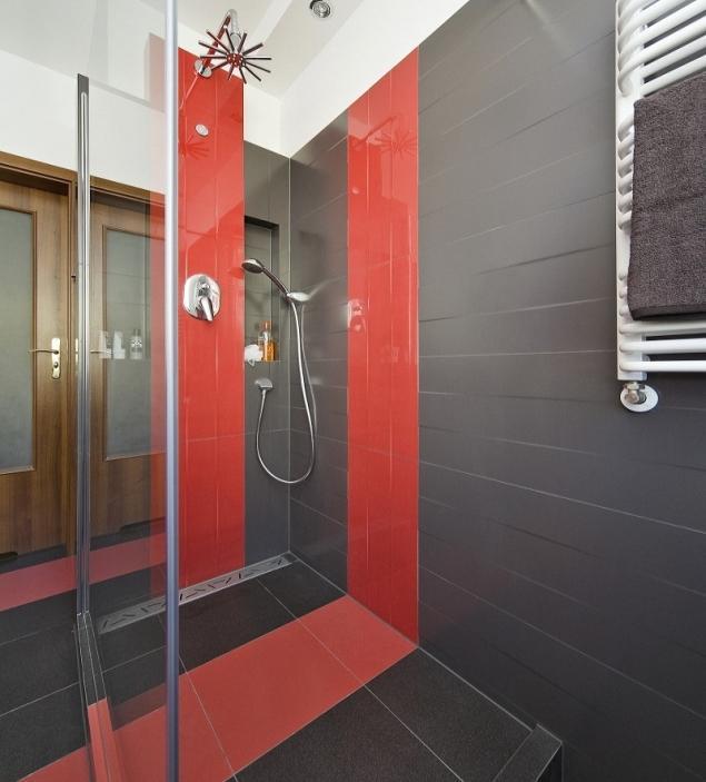 Jakie płytki do łazienki? Łazienka w barwach stonowanych czy intensywnych